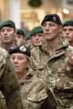 Soldados a partir de marchar de la brigada de comando el 3 Foto de archivo