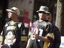 Soldados que apreciam o dia de veteranos Imagens de Stock