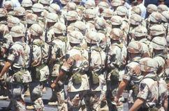 Soldados que marcham na tempestade no deserto Victory Parade, Washington, D C Imagens de Stock
