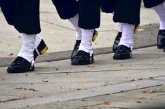 Soldados que marchan en los taladros Imagen de archivo libre de regalías
