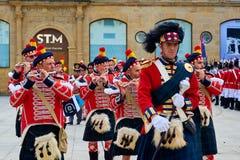 Soldados que marchan en Tamborrada de San Sebastián País vasco, España Imágenes de archivo libres de regalías