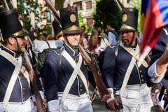 Soldados que marchan en Tamborrada de San Sebastián País vasco, España Fotos de archivo