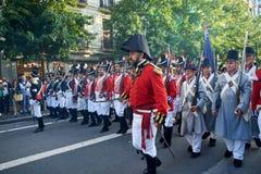 Soldados que marchan en Tamborrada de San Sebastián País vasco, España Imagen de archivo