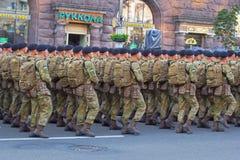 Soldados que preparam-se para a parada Fotografia de Stock