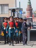 Soldados que retornam de um ensaio de Victory Parade Fotografia de Stock