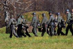 Soldados-reenactors alemanes que marchan Fotografía de archivo