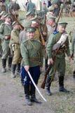Soldados-reenactors do russo no campo de batalha Fotos de Stock Royalty Free