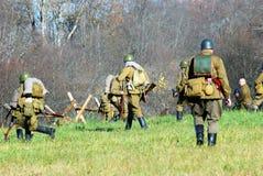 Soldados-reenactors rusos Fotos de archivo libres de regalías