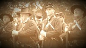 Soldados resueltos de la guerra civil en un grupo (versión de la cantidad del archivo) metrajes