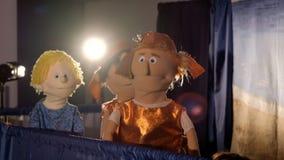 Soldados romanos do fantoche e o outro caráter durante o desempenho video estoque