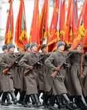 Soldados rusos bajo la forma de gran guerra patriótica en el desfile en Plaza Roja en Moscú Fotografía de archivo libre de regalías