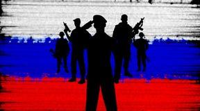 Soldados rusos en fondo de la bandera Imágenes de archivo libres de regalías