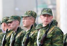 Soldados rusos jovenes Fotos de archivo libres de regalías