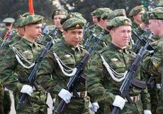 Soldados rusos jovenes en el desfile Foto de archivo libre de regalías