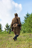 Soldados soviéticos que caminan de la Segunda Guerra Mundial Fotografía de archivo libre de regalías