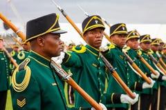 Soldados surafricanos de la fuerza de defensa en desfile imagen de archivo