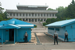 Soldados surcoreanos en frontera de observación de DMZ Imagen de archivo libre de regalías