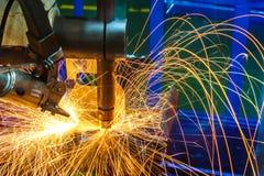 Soldadura de ponto industrial, automotivo, em uma fábrica do carro Fotos de Stock