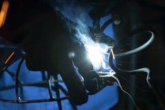 Soldadura del soldador con la herramienta eléctrica Fotografía de archivo libre de regalías