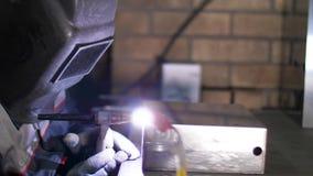 Soldadura do arg?nio Folhas de metal masculinas das soldas do soldador com soldadura do argônio Planta industrial Fabricação da p filme