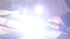 Soldadura do close-up Soldador elétrico vídeos de arquivo