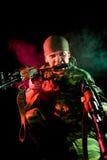 Soldat agressif avec l'arme Photographie stock libre de droits