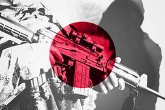 Soldat avec la mitrailleuse avec le drapeau national du Japon Photo libre de droits