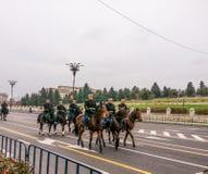 Soldat avec le beau cheval Photographie stock libre de droits