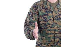 Soldat bietet Händedruck an Stockfotografie