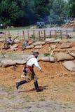 Soldat courant sur le champ de bataille Photo libre de droits