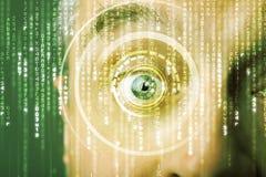 soldat de cyber avec l'oeil de matrice de cible photos libres de droits