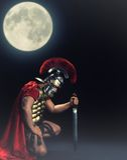 Soldat, der auf einem Knie an der Nachtzeit steht Stockfotos