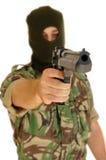 Soldat, der eine Pistole anhält Stockbilder