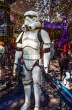 Soldat des Guerres des Étoiles dans l'exposition-fenêtre du magasin de jouet paris Photographie stock libre de droits