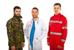Soldat, doktor och person med paramedicinsk utbildning Royaltyfria Bilder