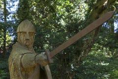 Soldat du 11ème siècle Sculpture à l'abbaye de bataille Image libre de droits
