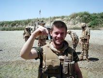 Soldat dupant autour Photographie stock