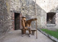 Soldat en bois au château de Conwy, Pays de Galles photo libre de droits