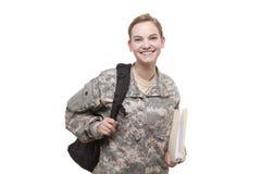 Soldat féminin avec le sac à dos et le dossier Photographie stock libre de droits