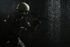 Soldat för USA-armé i regnet Royaltyfria Foton