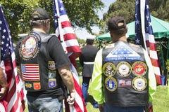 Soldat för USA för patriotvaktMotorcyclists heder stupad, PFC Zach Suarez, hederbeskickning på huvudväg 23, drev till minnesgudst Arkivfoton