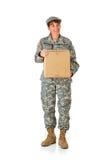 Soldat: Halten einer Pappschachtel Stockbilder