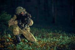 Soldat i handling Royaltyfria Bilder