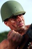 Soldat i hjälm fotografering för bildbyråer