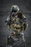 Soldat med geväret och maskeringen Royaltyfria Bilder