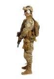 Soldat med geväret på en vit bakgrund Royaltyfria Foton