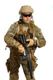 Soldat med geväret på en vit bakgrund Arkivbild