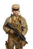 Soldat med geväret som isoleras på vit bakgrund Royaltyfri Foto