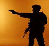 Soldat med pistolen Fotografering för Bildbyråer