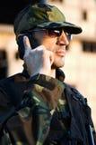 Soldat med telefonen Royaltyfria Foton
